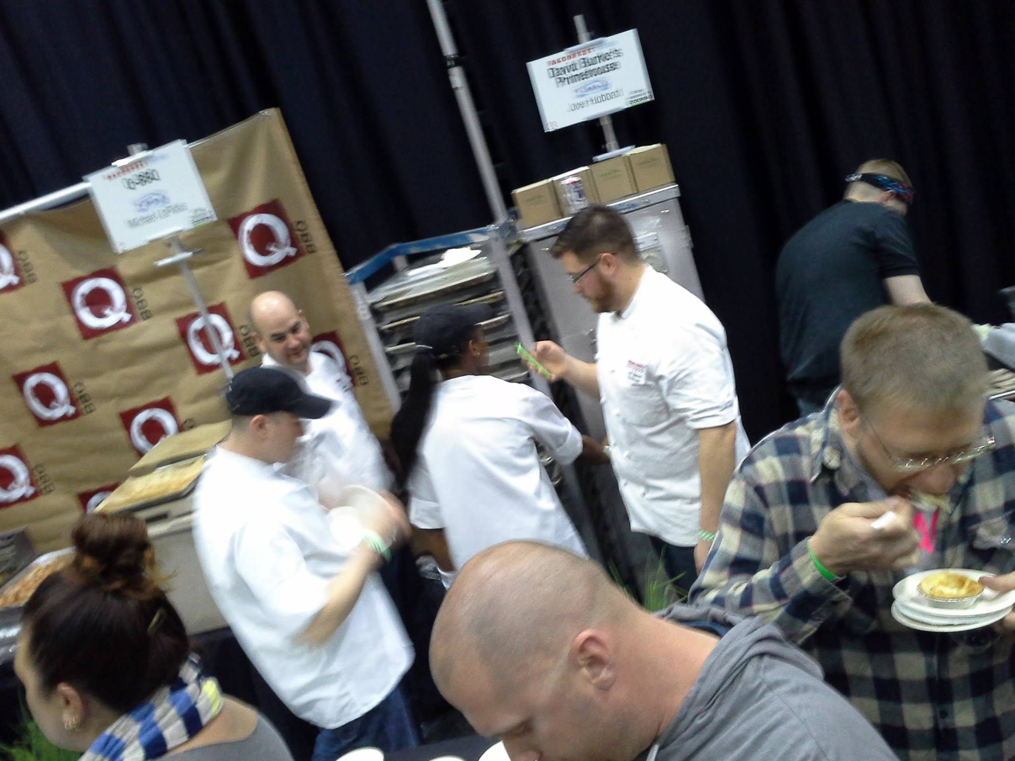 BaconFestCHI-Crowd-And-Chefs1